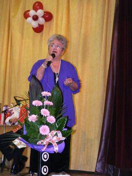 Némethné Magdika énekel