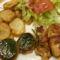 csirkemell tekert bacon szalonnával , Montenegrói tepsis uj kumplival , sult gomba , salátával