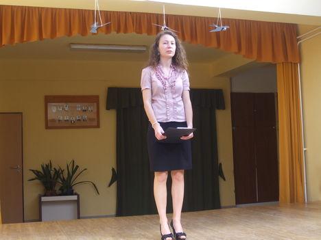 Szarka Renáta Radnóti verset mond