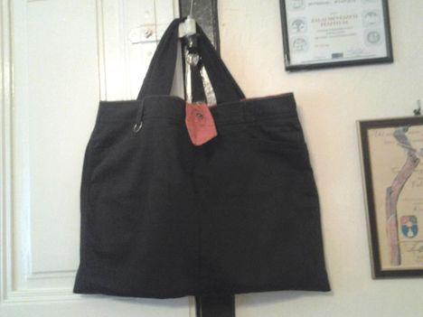 A nagy barna táska.