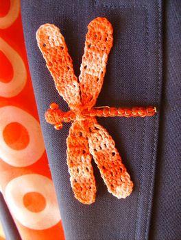 Kézimunkasuli - horgolt szitakötős kitűző