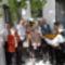 Solti károly emléktáblájánál az emlékezők egy csoportja 2013. 04. 27-én.