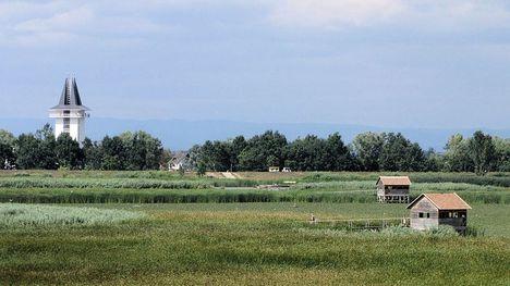 Poroszló napjainkban, a Tisza-tavon kialakított vízi sétánnyal és az Ökocentrummal