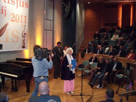 Vargáné Veiczi Irma artisjus díj  2011