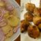 Lilahagymás kruplis saláta, fasirttal