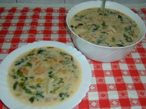Fejessaláta leves