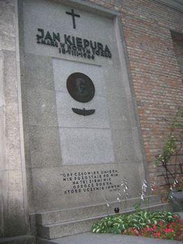 Jan Kiepura a temetőben Powazki Varsóban