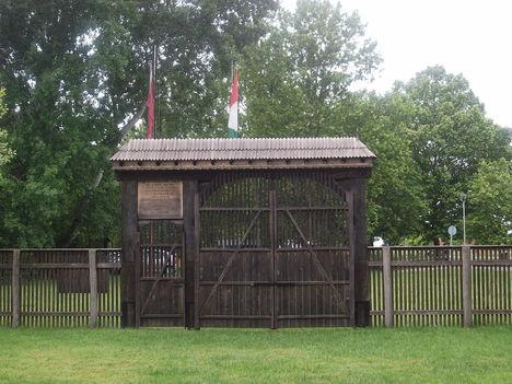 Székelykapu  -  Ópusztaszeri Nemzeti Történeti Emlékpark