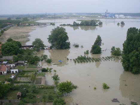 2013-06-07 - 12.00 óra - Gönyűi helyzetkép