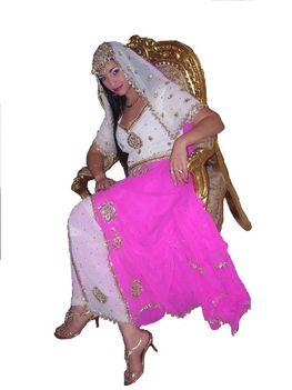 SZABRINA- Az énekesnő arab ruhában