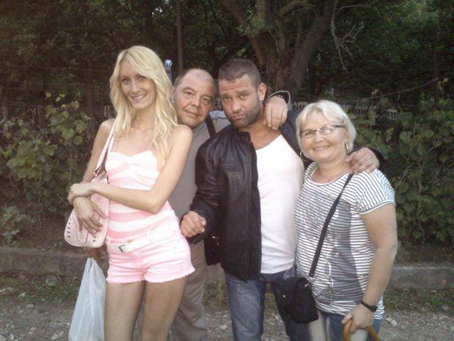 http://pctrs.network.hu/clubpicture/1/7/1/4/_/joebarbi_szuleivel_1714990_2748.jpg