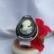 fekete-fehér kámea gyöngyhímzés fém karkötőbe ragasztva
