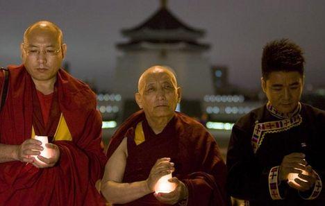 imádkozó tibeti boncok