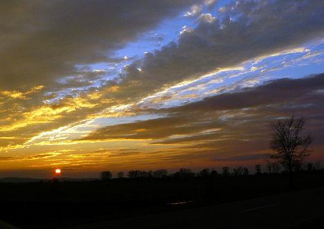 Novemberi naplemente a halas tavaknál
