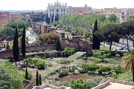 Lateráni bazilika a Santa Croce kertjével