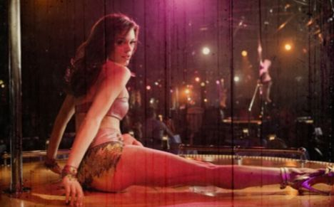 striptease Rose McGowan 2