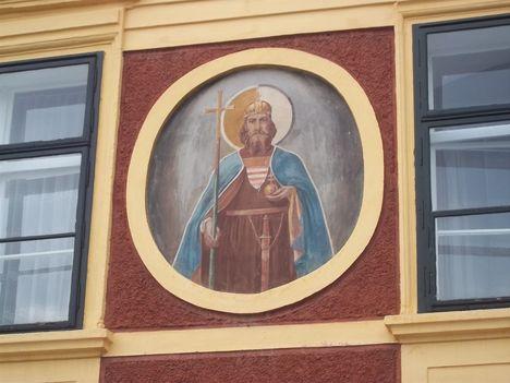 Szent István kép a Városháza homlokzatán