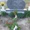 Az emlékezés virágai Karcsi sírján