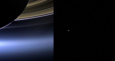 A Föld és a Hold űrmadártávlatból