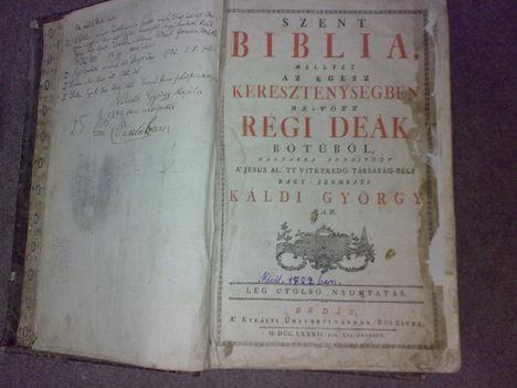 Eladó Biblia