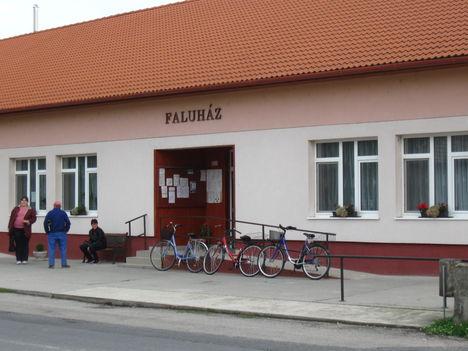 Püski faluház