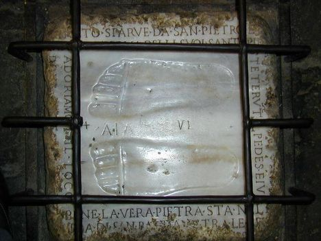 Chiesa _Domine quo vadis_ o Santa Maria in Palmis Jézus lábnyomának másolata