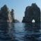 Tirrén-tenger 3 Caprin a Faraglioni-szikláknál