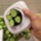 Mandolin szeletelővel készül a csalamádé és a szeletelt uborka