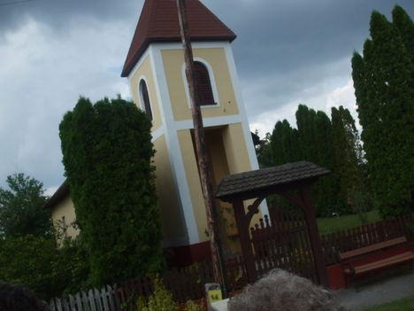 A falu temploma