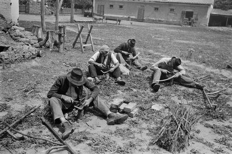 Kasza kalapálása, 1949.