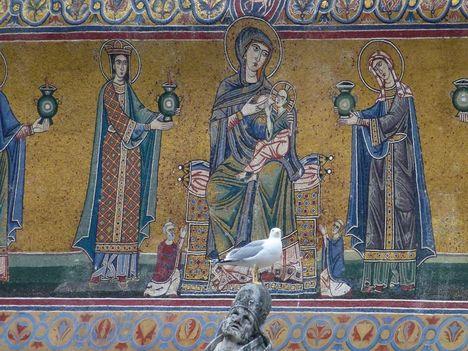 Gabbiano tra i mosaico s. maria