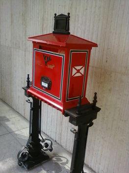 régi díszes postaláda