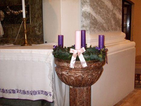 Adventi koszorú a templomban3