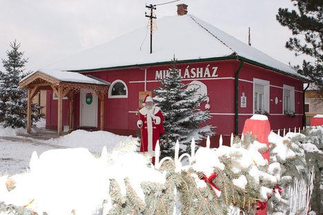 Nagykarácsony, Mikulás-ház