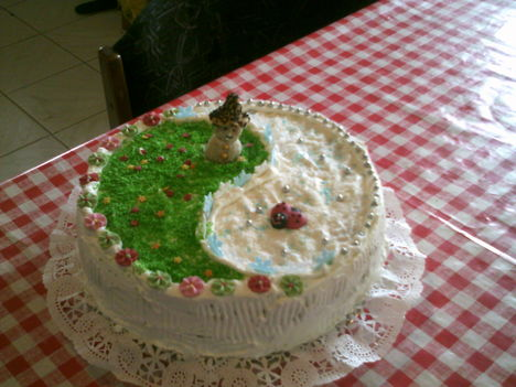 Erzsébet torta egyéni díszítéssel