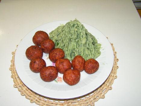 Húsgombóc spenótos krumplipürével