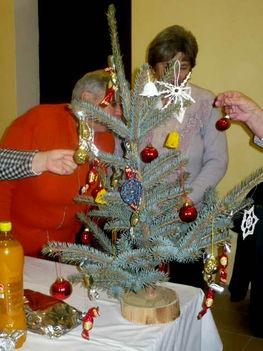 Karácsonyfa diszítés