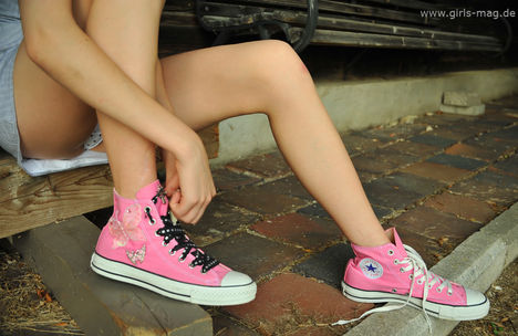 Converse_by_Val_Mont
