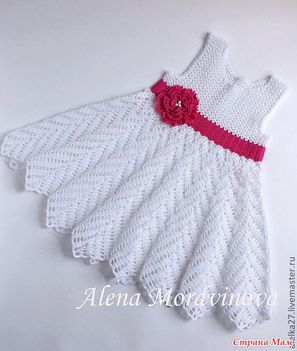 fehér ruha piros övvel