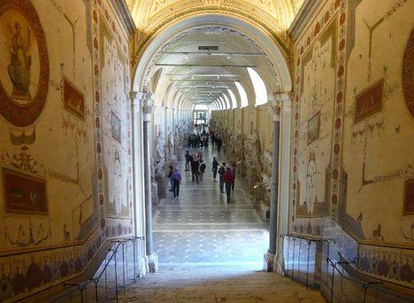 Galleria delle Statue ai Musei Vaticani