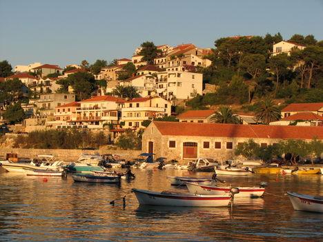 Horvát esti kikötői hangulat