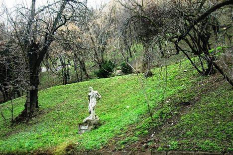 ismeretlen szobor a Gellért-hegyen