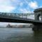 Lánc-híd alatt megy el a hajó