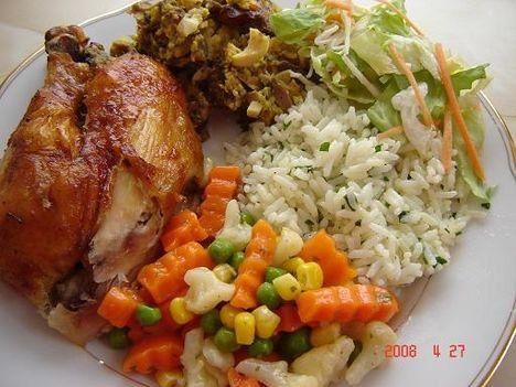 töltöttcsirke rizzsel és vegyes zöldségfélékkel