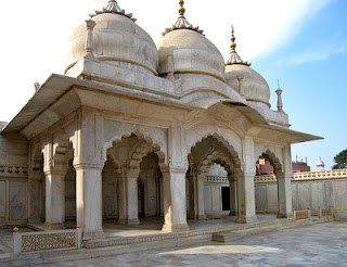 Kör- négyzet- és kereszt alakú templomok 33