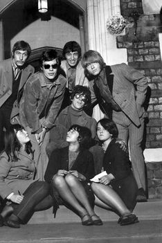 Rolling Stones - 50 Years in Pictures (1)with fans