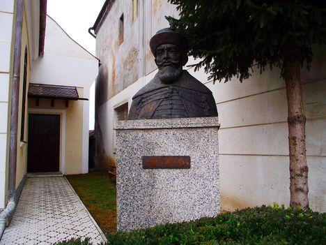 Gyergyószentmiklós Bethlen Gábor szobra