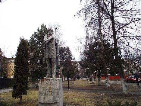 Gyergyószentmiklós Kossuth Lajos szobra
