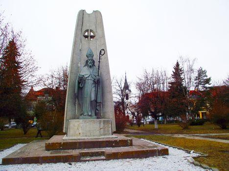 Gyergyószentmiklós Szabadság tér Szent Miklós szobra