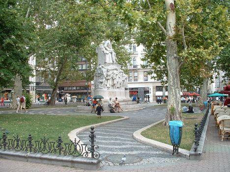 Vörösmarty tér2